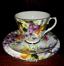 18 piece vintage Duchess Bone China Tea Set