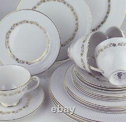 26 Pc Set Royal Doulton Fairfax 4 Place Settings + extras bone china England