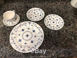 Churchill China FINLANDIA swirl rim EUC England 5 Piece Plate Setting. 8 Sets