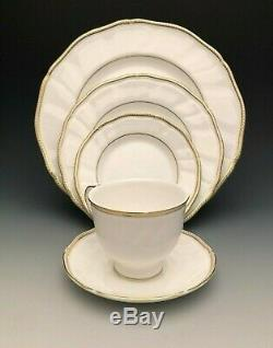 Crown Gold Fine bone china by Wedgewood, England, 5 Piece Place Setting