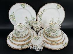 Royal Albert White Dogwood 5 Piece Place Setting x6 Bone China England 30 Pieces
