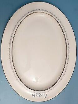 Royal Doulton 112 pc. Set for 9, Tiara H4915, Fine Bone China, Made in England