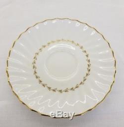 Royal Doulton England Fine Bone China Adrian Pattern 118 Piece Dish Set