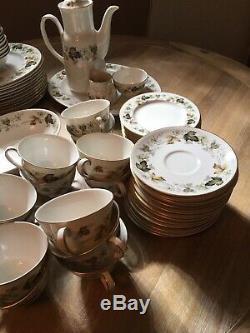 Royal Doulton Larchmont China 78 Pc Set 12 Settings + Extras