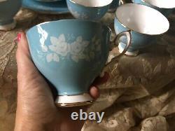 Royal Standard Fine Bone China England 24 Piece Tea Set. Gorgeous