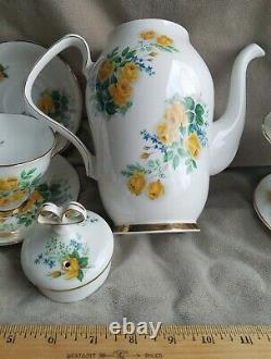 Royal Windsor England Yellow Rose Fine Bone China Tea/Coffee Pot 15 Piece Set