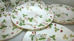Set Of 10 Wedgwood Wild Strawberry Rim Soup Bowls 8 Bone China England