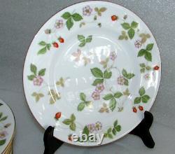 Set Of 12 Wedgwood Wild Strawberry Lunch Luncheon Plates 9 Bone China England