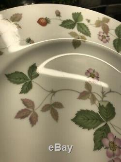 Set of 4 Wedgwood England Bone China Wild Strawberry Large Dinner Plates EUC