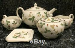 Vintage 5-Piece Wedgwood Bone China England Wild Strawberry Tea Set