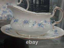 Vintage Paragon Petit Fleurs Tea Set. Mint condition. Bone China. England. Parag