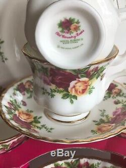 Vintage Royal Albert Bone China Old Country 12 Piece Dinnerware Set England new