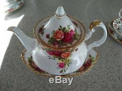Vintage Royal Albert Bone China Old Country Roses Tea 26 Pc Set England