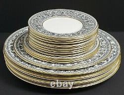 WEDGWOOD CHINA BLACK FLORENTINE W4312 Dessert Pie Luncheon Dinner Plates Set