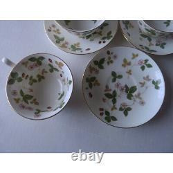 WEDGWOOD England WILD STRAWBERRY set of 6 CUPS & SAUCERS fine Bone China XLNT nr