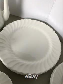 Wedgwood China Candlelight 16 Piece Set plus Coffee Pot, Creamer, Sugar